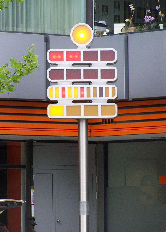 Die Berlin-Uhr, Von Muritatis Berlin, Budapester Straße. 10 Uhr 31